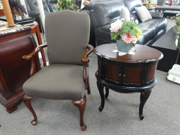 NEW ARRIVALS Side Chair/End Table